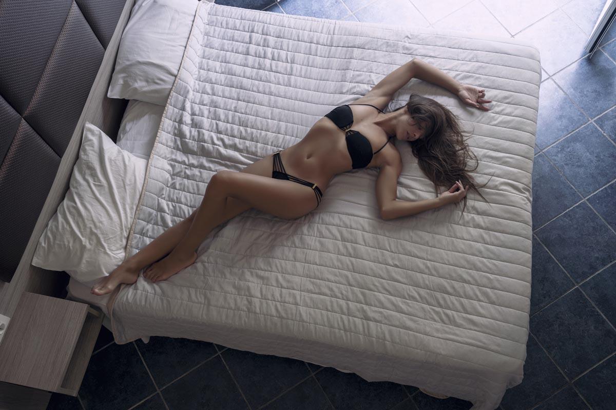 Glamour foto - DominikaC na posteli