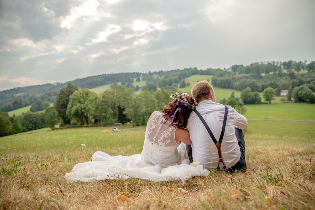 Svatební pár s krajinou